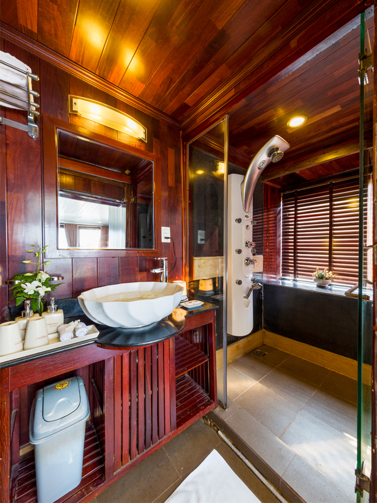 Bathroom suite cabin