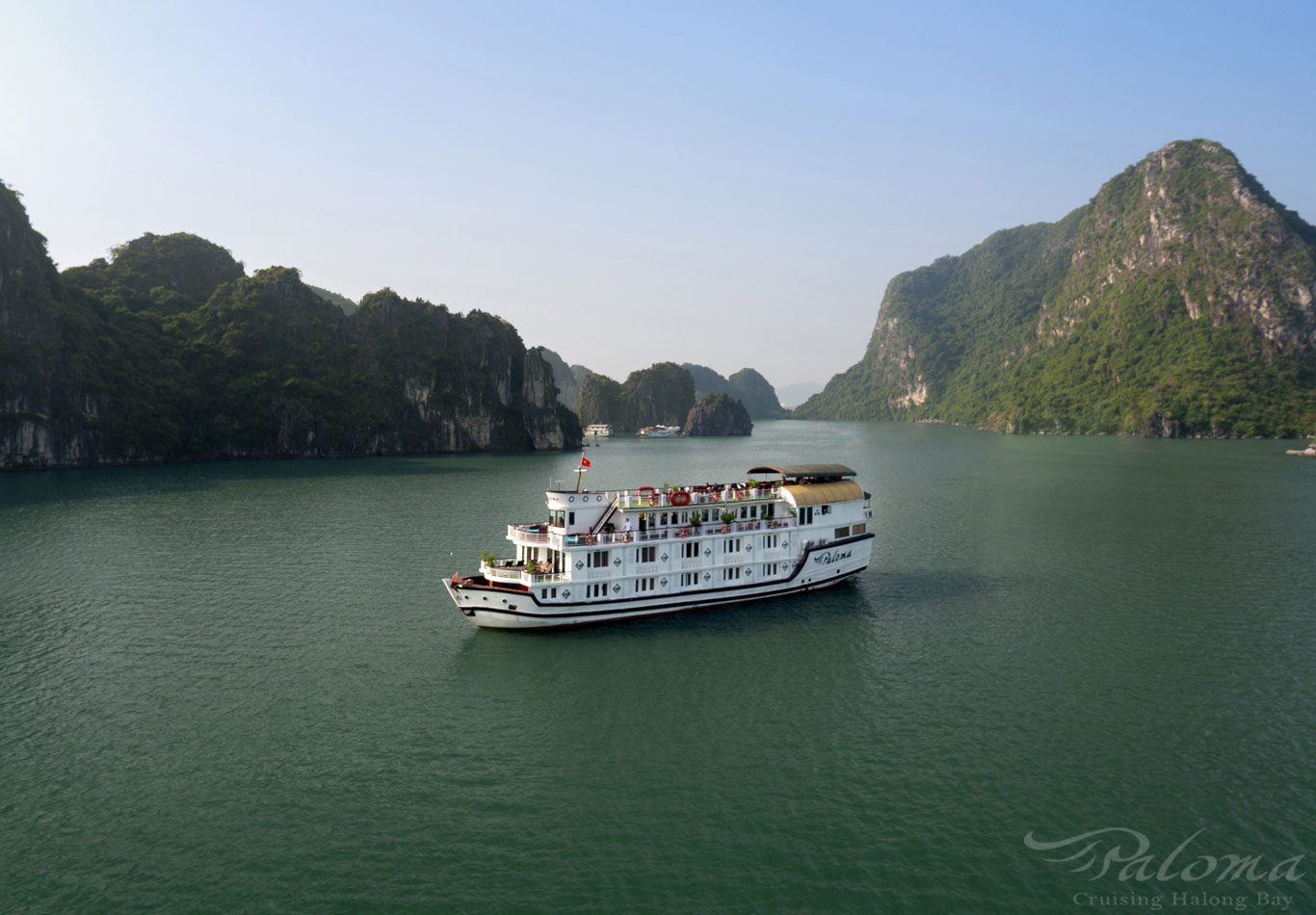 The perfectly combined and compared the breathtaking beauty of Halong Bay in film and  real life!