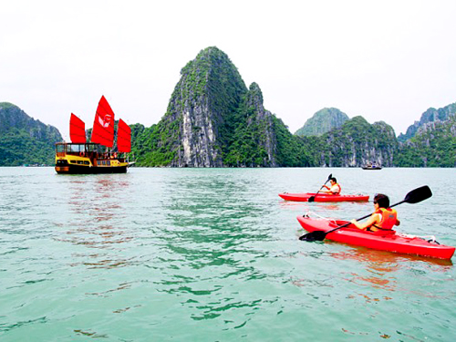 Explore the beauty of Halong Bay by Kayaking